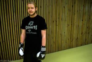 Un boxeur au cours de boxe française loisirs