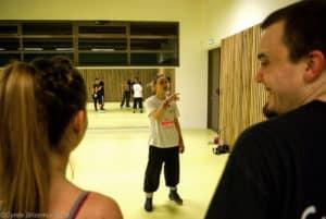 Les conseils de la coach pendant l'entraînement loisirs de boxe française