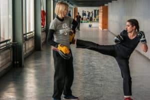 L'échauffement d'Amélie du Kodiak'95 lors d'un assaut de boxe française au challenges Ile-de-France le 24 janvier 2015